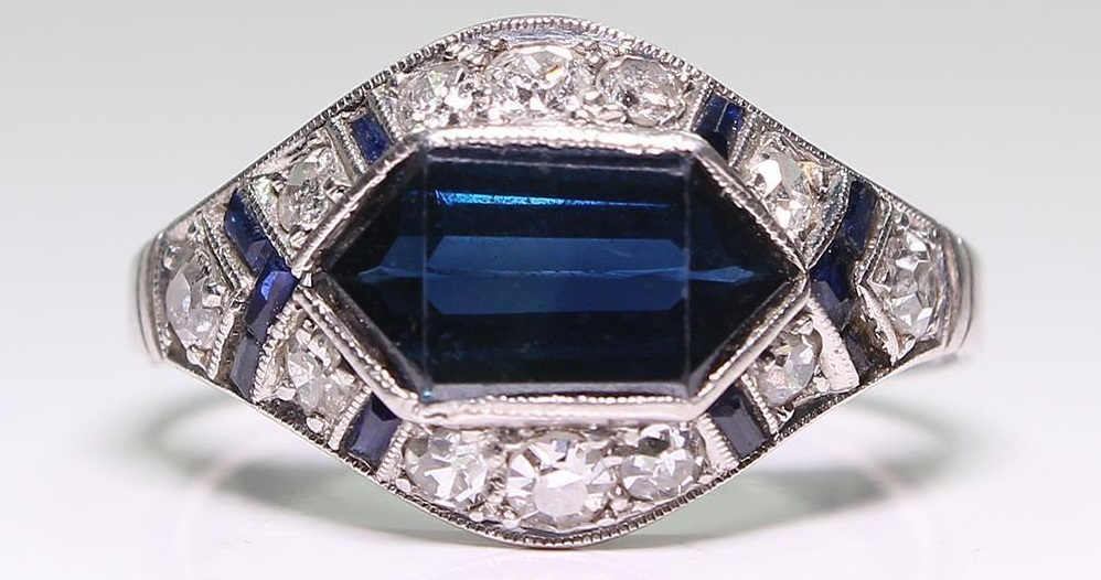 Antique Art Deco Platinum Sapphire & Diamond Ring